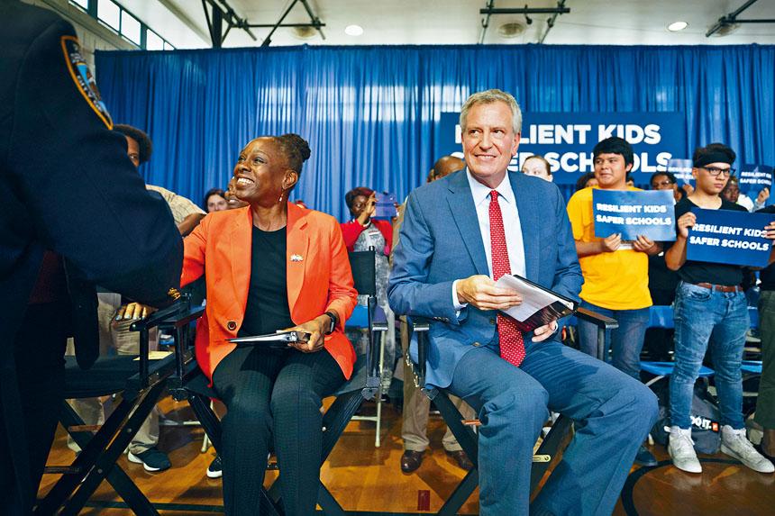 精神健康計劃「Thrive NYC」由麥克雷(左)牽頭,耗資達10億元。James Estrin/紐約時報