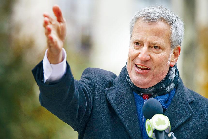 白思豪向MTA猛烈抨擊,並反對向「殘障專車」增加撥款。美聯社