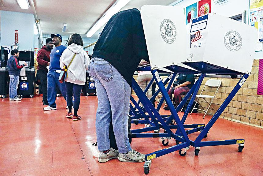 9天提前投票只吸引約6萬名選民參加。美聯社