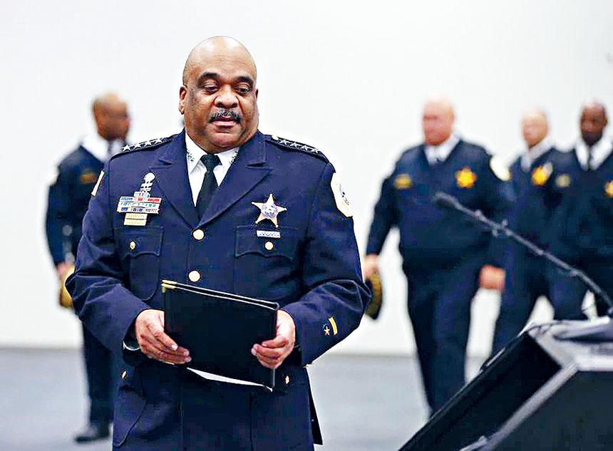 在芝加哥警察局服務達31年的芝警總監艾迪約翰遜,計劃改變人生的旅途,有了「不如歸去」之心了。芝加哥警察官網