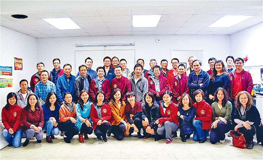 希望中文學校召開第53屆理事大會,會後合影。