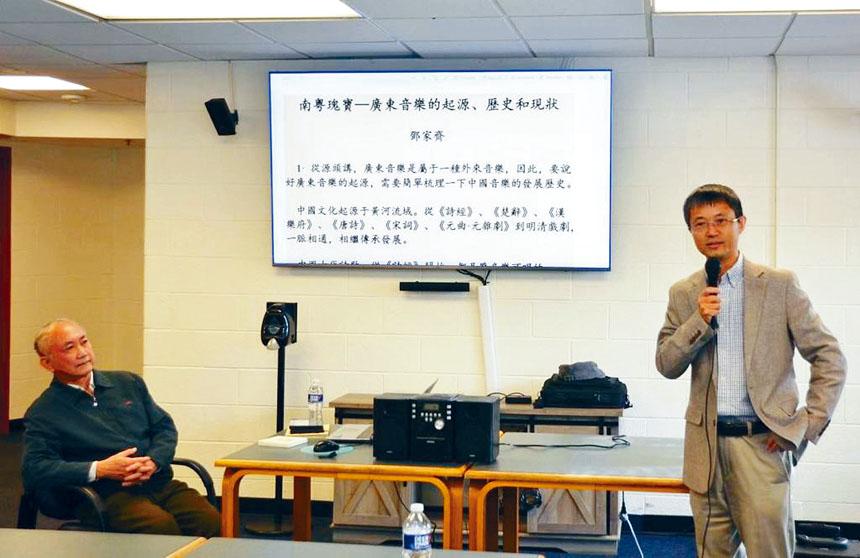 半杯清茶社社長邵立榮教授主持了講座。
