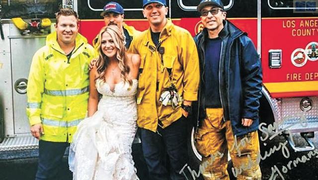 消防局「護花大隊」將被堵的新娘Gormans及時送到婚禮現場。消防局Instagram圖