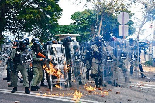 ■警隊堅守崗位處理反修例示威。