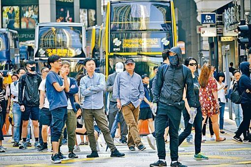 周梓樂死訊傳出後有大批市民在中環堵路。