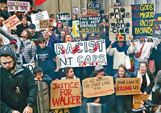 墨爾本民眾抗議警員羅爾夫射殺原住民沃克是種族歧視。