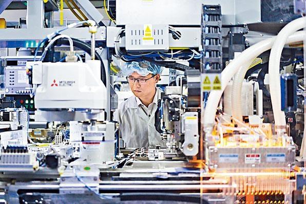 國家統計局公布的11月中國製造業採購經理指數為50.2高於預期,為連續半年低於臨界點後重回擴張區間。