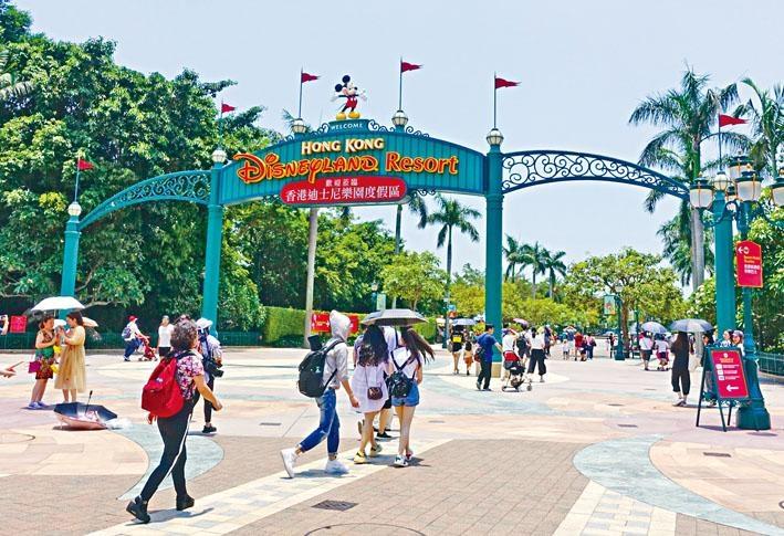 受連月的示威衝突影響,香港迪士尼樂園營運收入亦大跌。