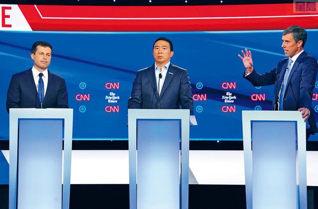 印第安納州南灣市市長布迪治(左)和華裔企業家楊安澤(中),下星期初選辯論會再較高下。前聯邦眾議員奧羅克(右)已經退選。路透社