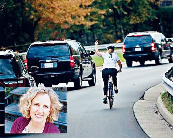 2017年在路上踏單車時向總統特朗普的車隊豎中指,引起一場風波的女子布里斯克曼,在維珍尼亞州的地方選舉中勝選。資料圖片