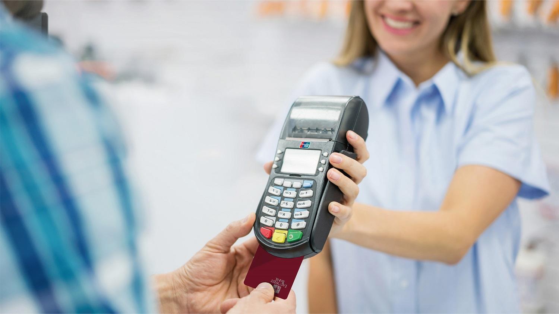 華美銀行銀聯儲值卡用戶可在全球177個國家和地區的銀聯網絡使用該卡支付,尤其在中國,商家接受率近100%。