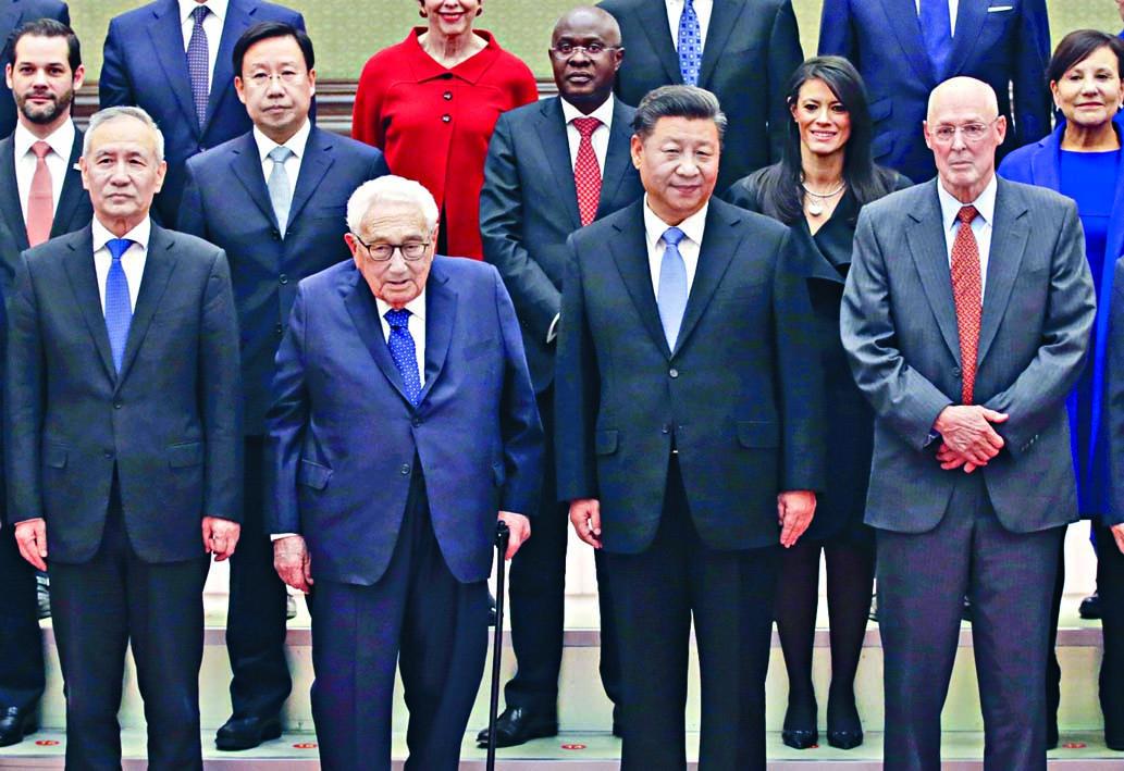 上月二十二日,習近平在北京會見基辛格(前左二)等外賓。