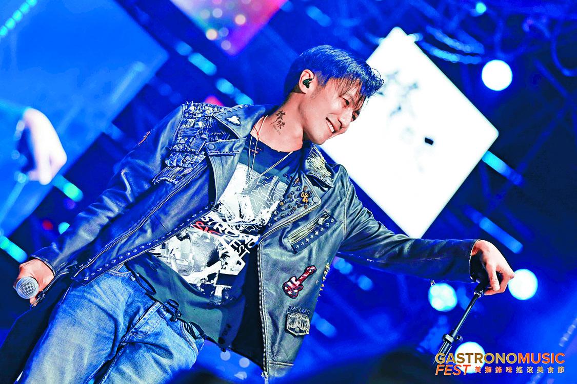 霆鋒獻唱《玉蝴蝶》與《潛龍勿用》等名曲,令粉絲High爆。