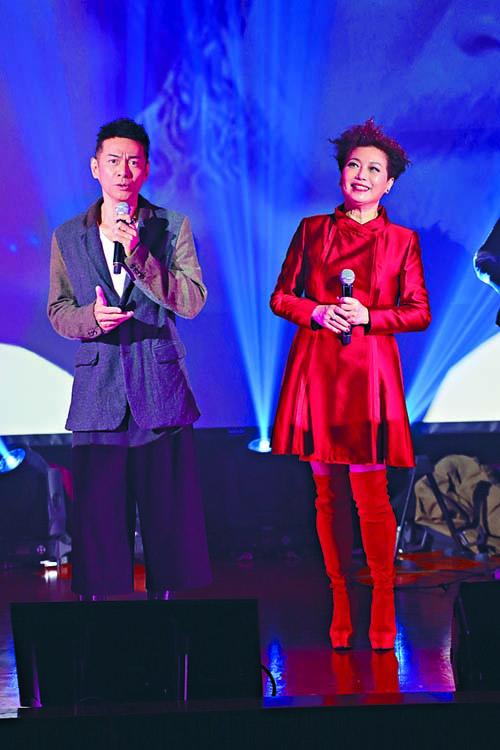 江華與太太麥潔文繼10月舉行過演唱會後,前晚再度合力開騷。