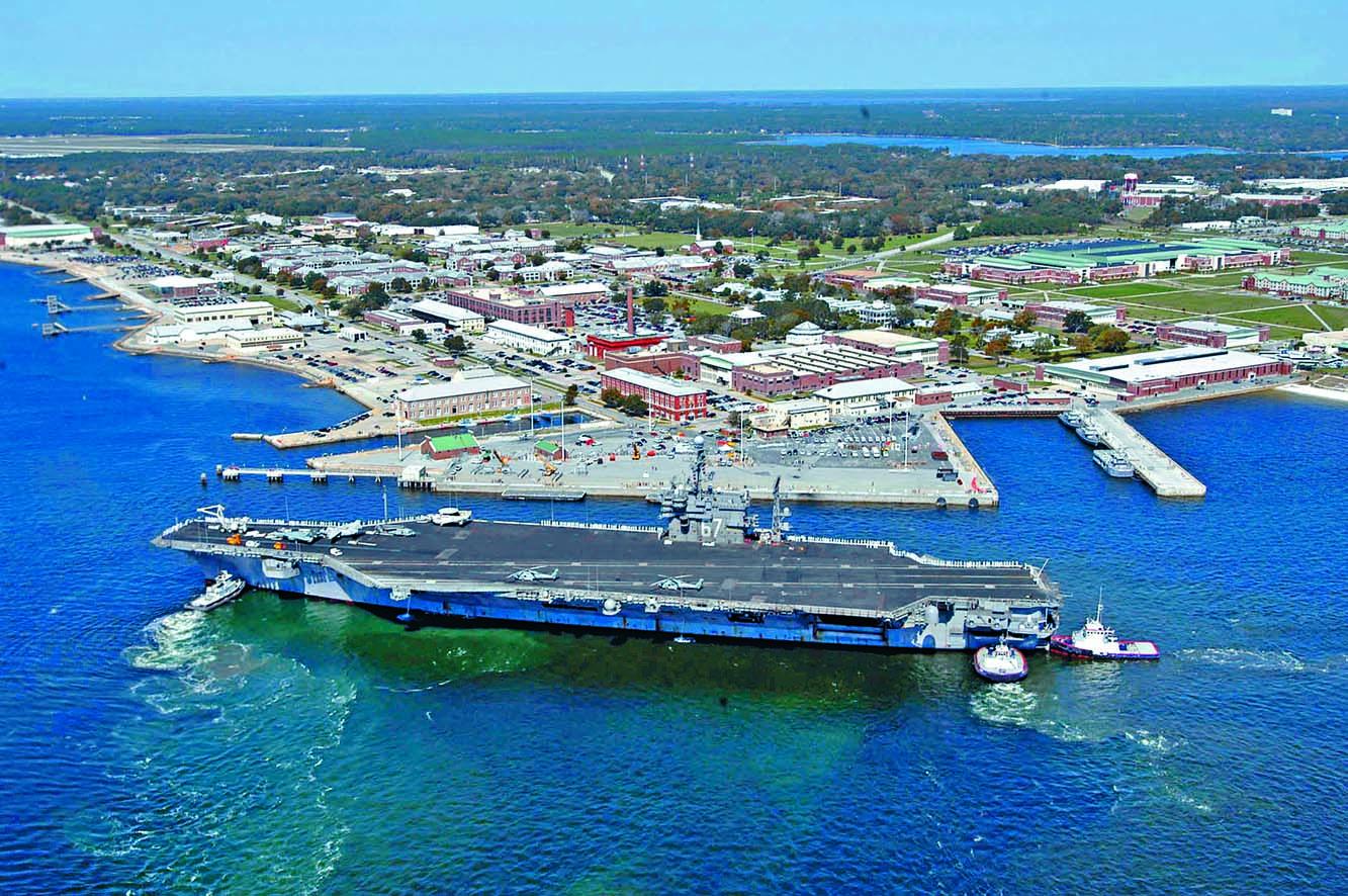 ■上周五發生槍擊案的美國佛州彭薩 科拉海軍基地。  資料圖片