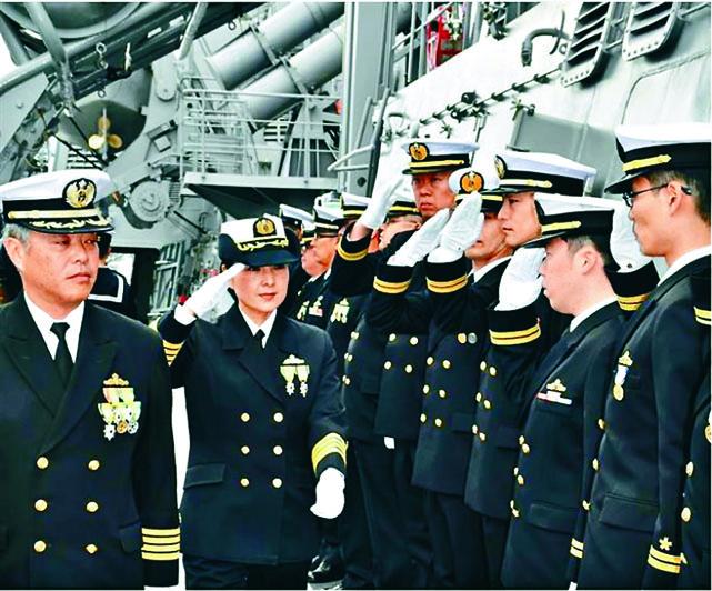 ■日本首位神盾艦女艦長大谷 三穗,周一登上妙高號驅逐艦 訓勉官兵。 互聯網