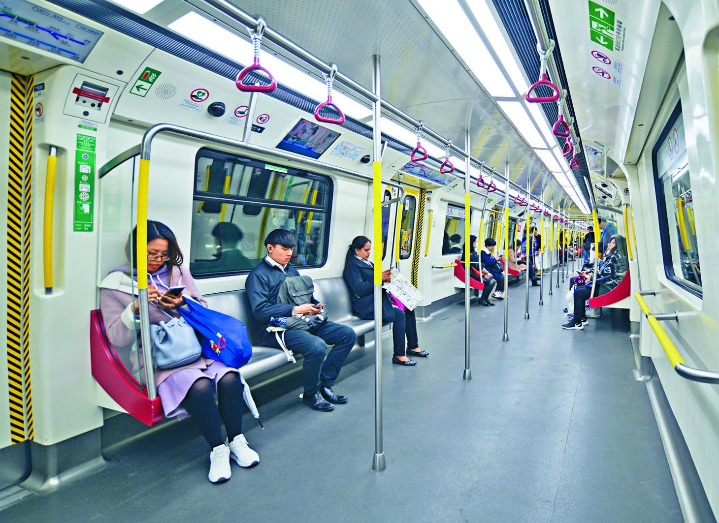 社會動盪,港鐵乘客量大減。