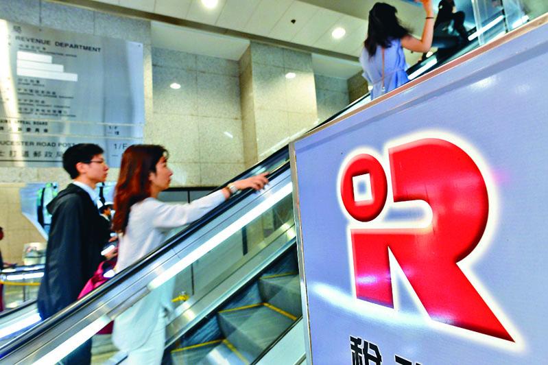 財政司司長陳茂波表示,政府會積極研究推出分期繳稅。