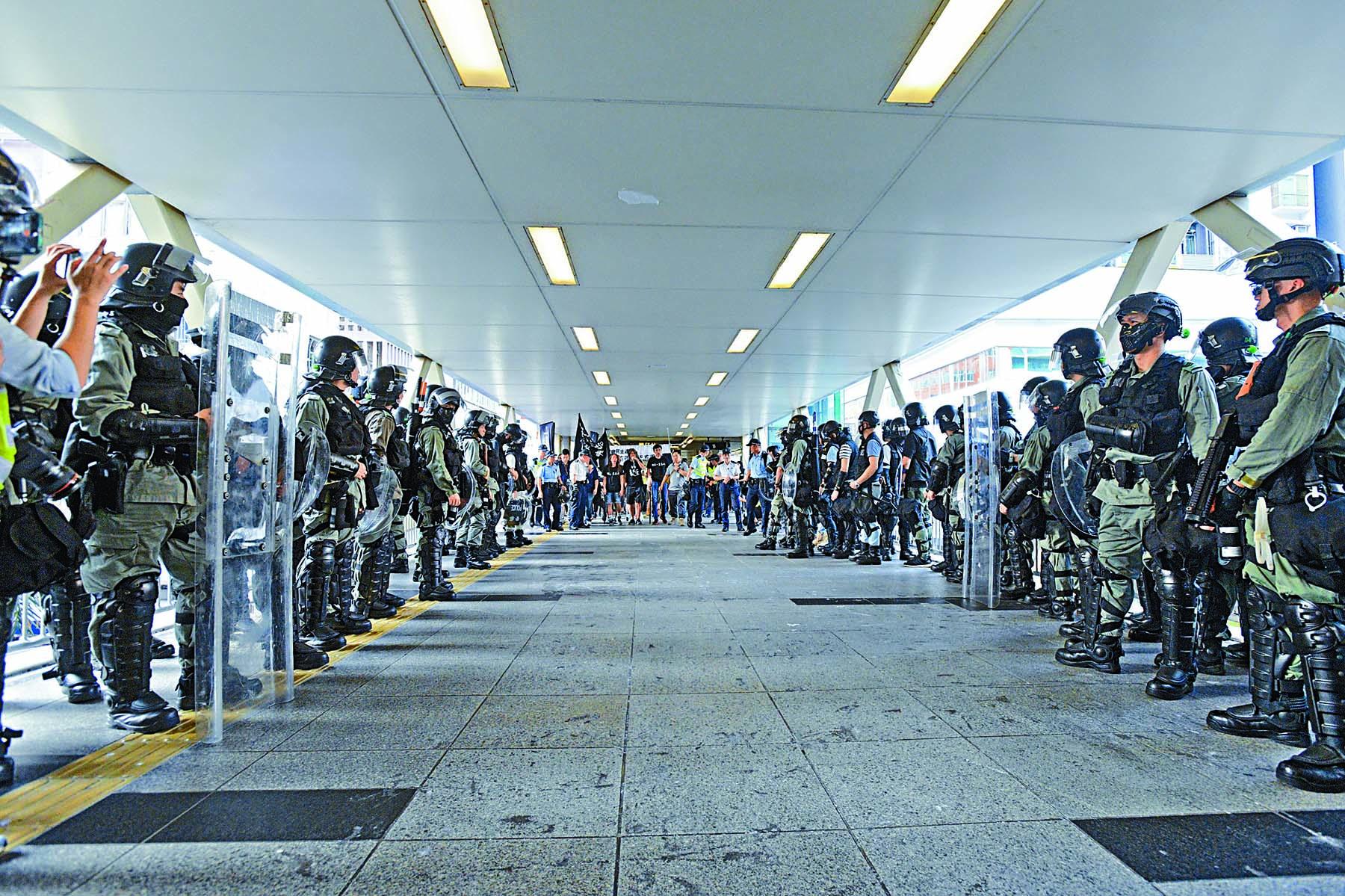 警方嚴防遊行出現騷亂,以安排足夠人手隨時候命。