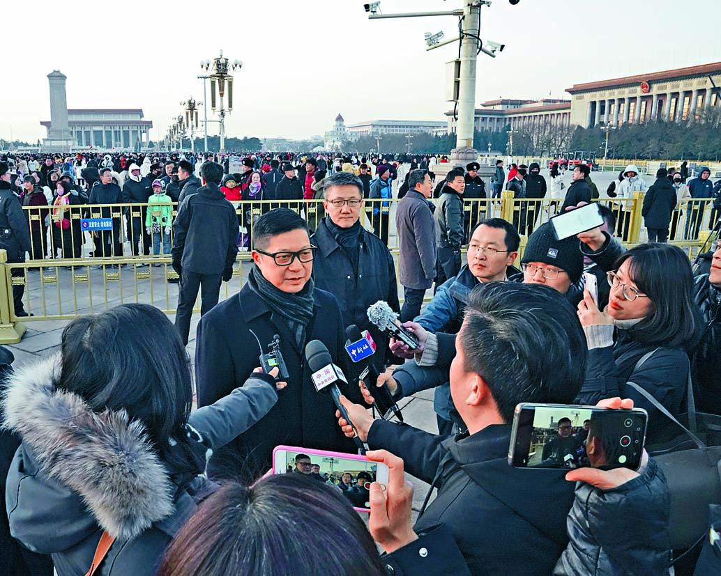 鄧炳強稱,警隊受到很多假消息和假新聞抹黑。