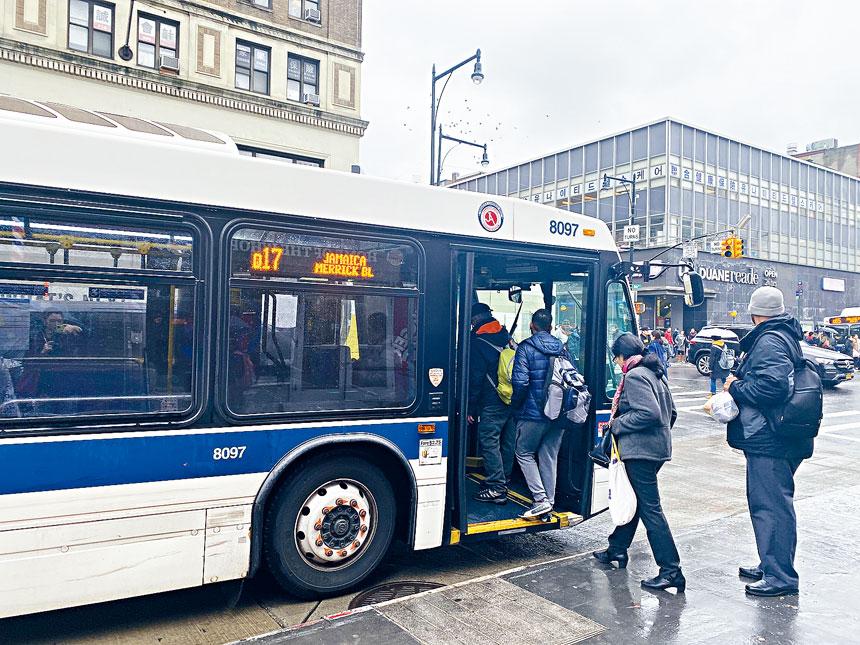法拉盛社區人士建議增設緬街的公交專用道。