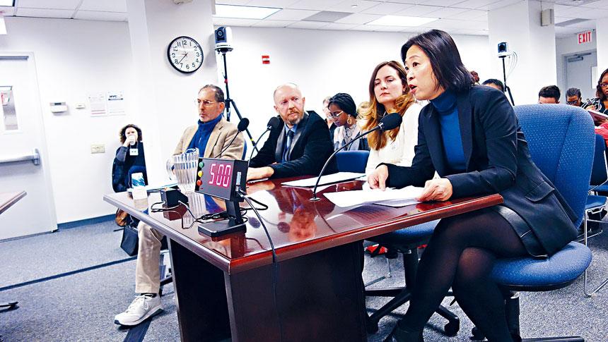 第一社區教育理事會成員朱雅婷在會上發言。