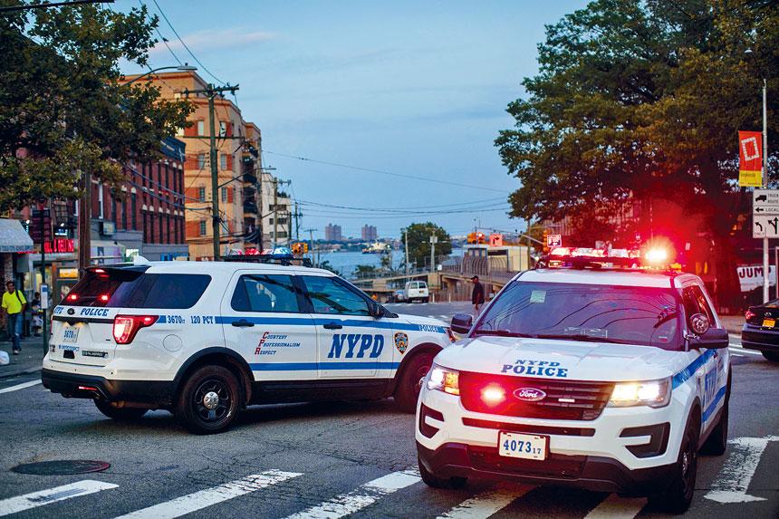 「情緒調查」詢問居民是否感到安全並信任警察。Dave Sanders/紐約時報