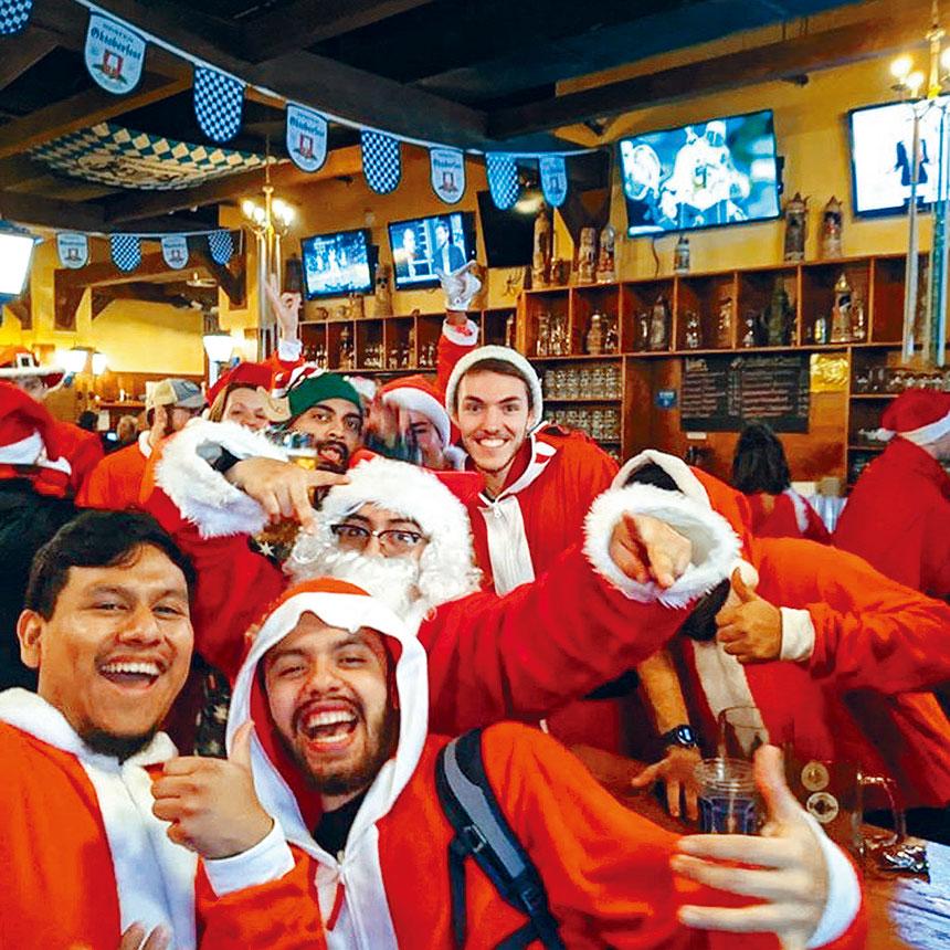 狂歡者自早上10時開始飲酒作樂。網上圖片