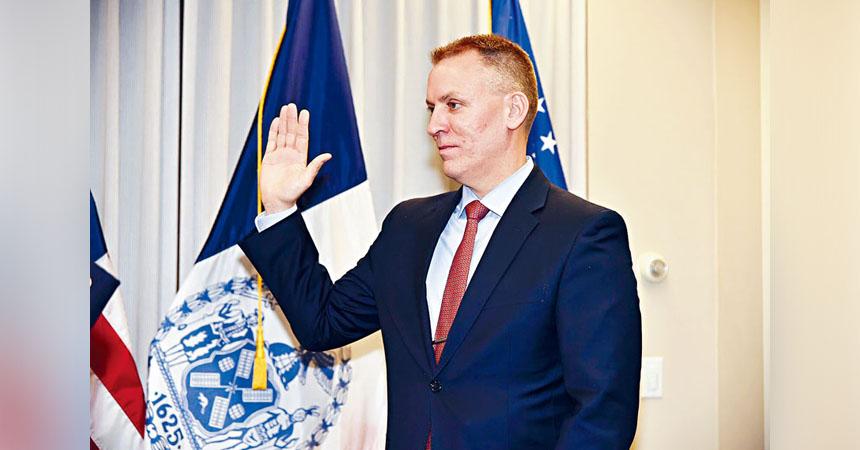 謝伊宣誓就任紐約市第44屆警務處長。推特圖片