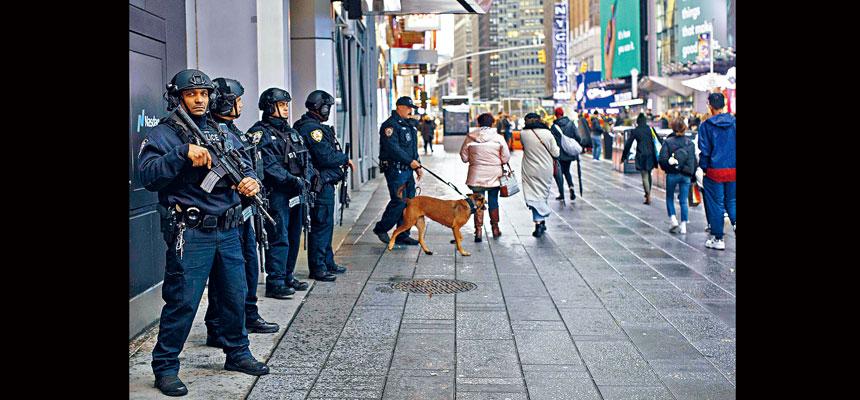 紐約市警於上月在時報廣場加強巡邏戒備工作。Dave Sanders/紐約時