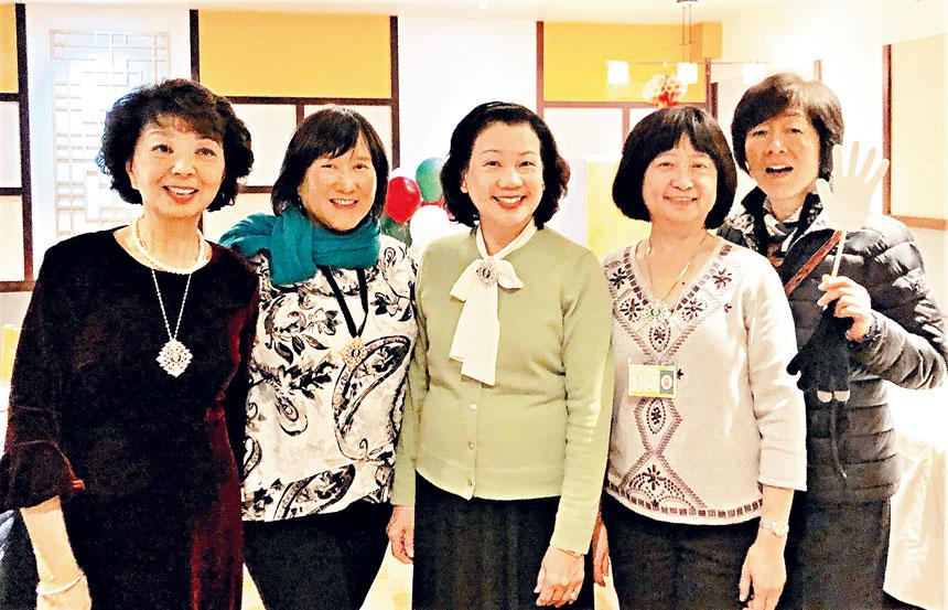(左起)吳國志、江佩蓉、吳萍萍、李欣、張冕合影。    主辦方提供