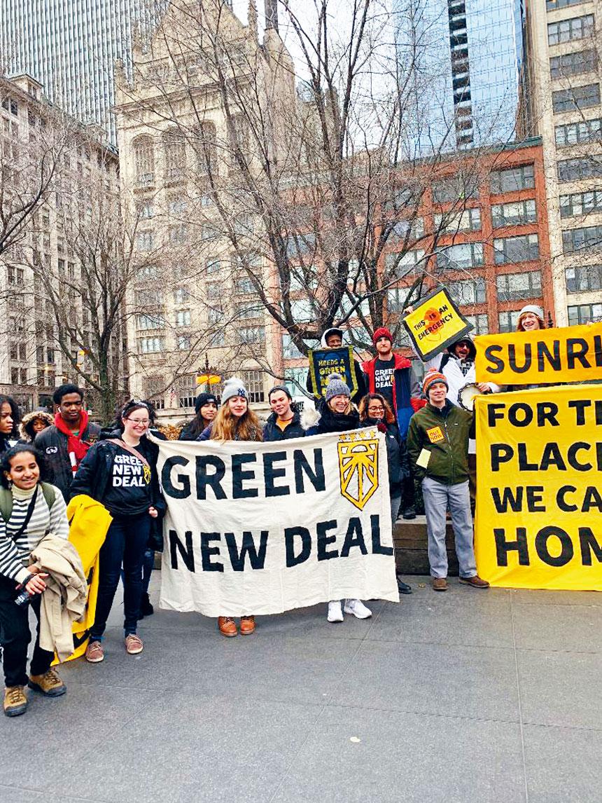 12月6日上午,芝加哥的年輕學子響應全球氣候變化示威行動,在千禧公園聚集進行和平理性的示威行動。梁敏育攝