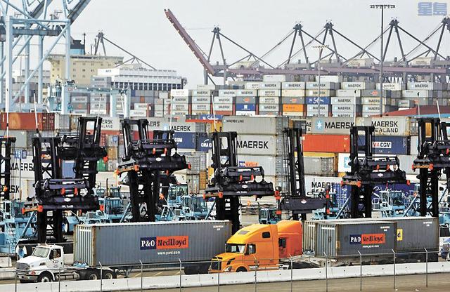 儘管特朗普政府與中國貿易戰減緩加州經濟增長,但南加州港口仍佔全國進口量的四成。洛杉磯時報