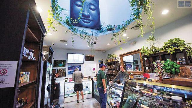 加州明年提高大麻稅收,業者像被打了耳光,認為稅價最後將轉嫁於消費者,促使非法大麻市場蓬勃。美聯社
