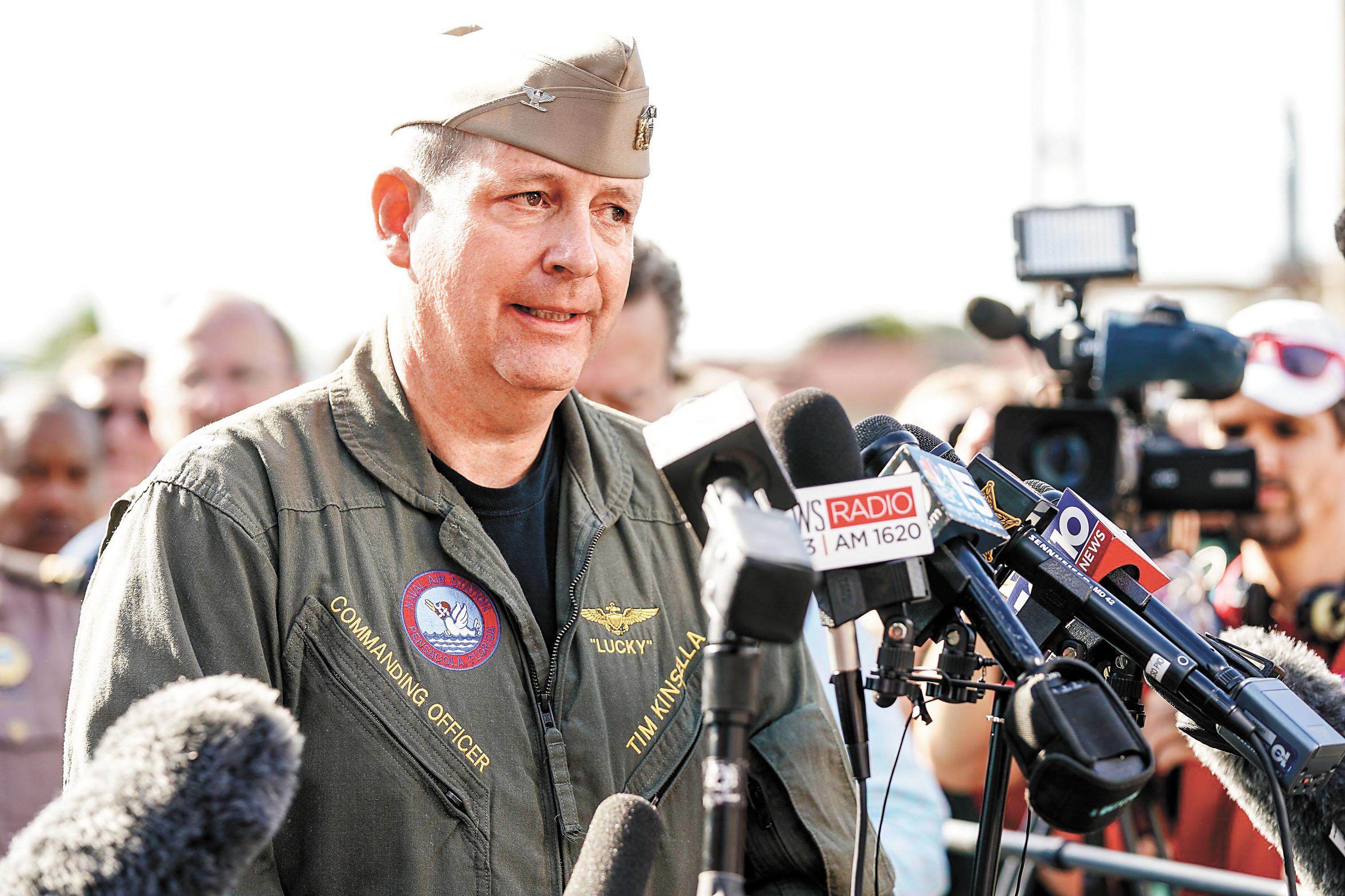 ■海軍上校金塞拉就槍案接受採訪。法新社