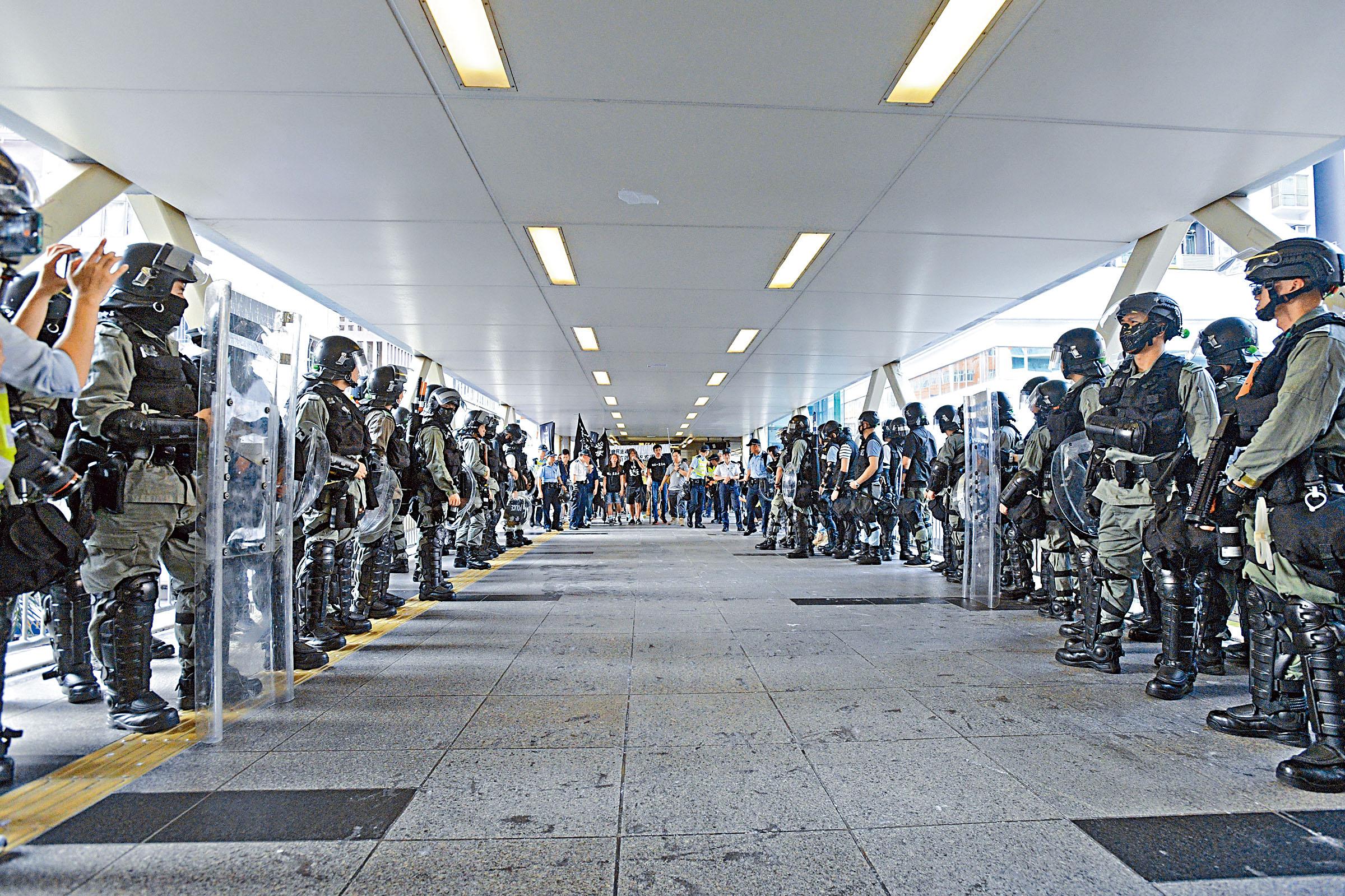 警方嚴防遊行出現騷亂,為此安排足夠人手。資料圖片