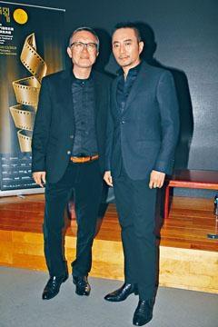 劉偉強導演(左)與張涵予為新片《中國機長》,吃盡苦頭。