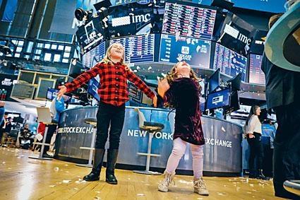美股高位徘徊,高盛卻建議投資黃金以令資產組合多元化。
