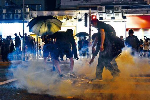 香港社會風波未平息,新華社發文指美國是最大黑手。