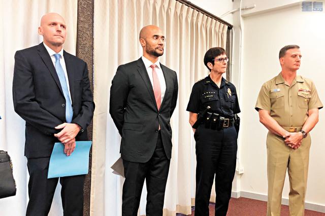 軍方及執法機關高層6日就槍擊案召開記者會。美聯社