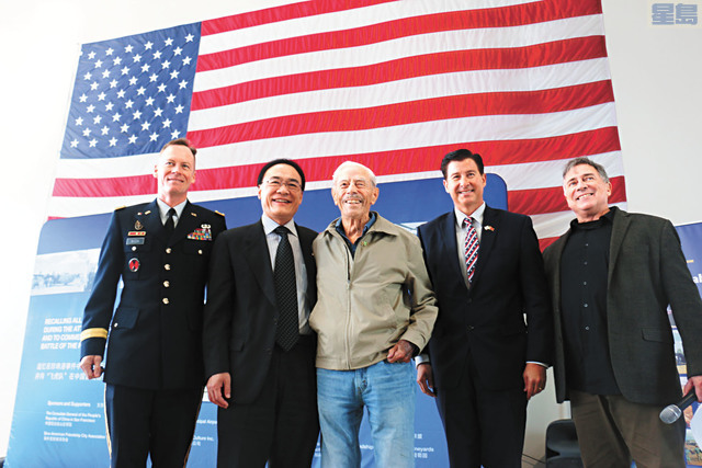 左起:W. Shane Buzza、王東華、莫耶、休伯特、格林。記者彭詩喬攝