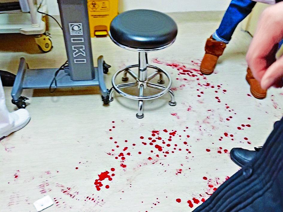 青年眼科專家陶勇被斬傷,現場血迹斑斑。