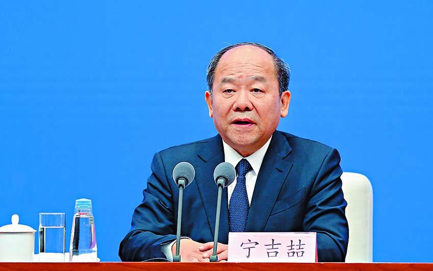 中國國家統計局局長寧吉喆 指,目前的重點是落實第一階 段協議。 中新社