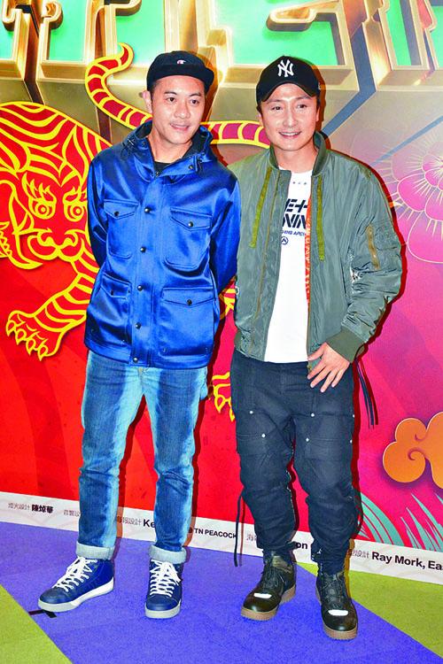 小方和梁漢文分別受邀來看舞台劇。