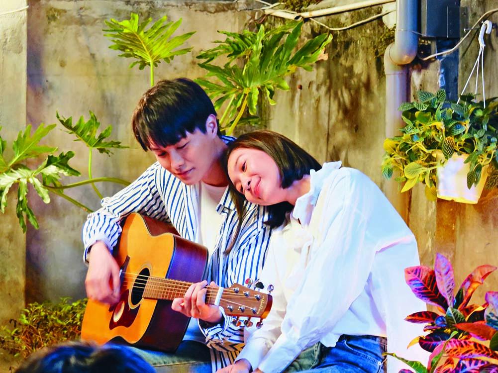 胡鴻鈞在新歌MV中,與台灣女星牟韻潔合演情侶。