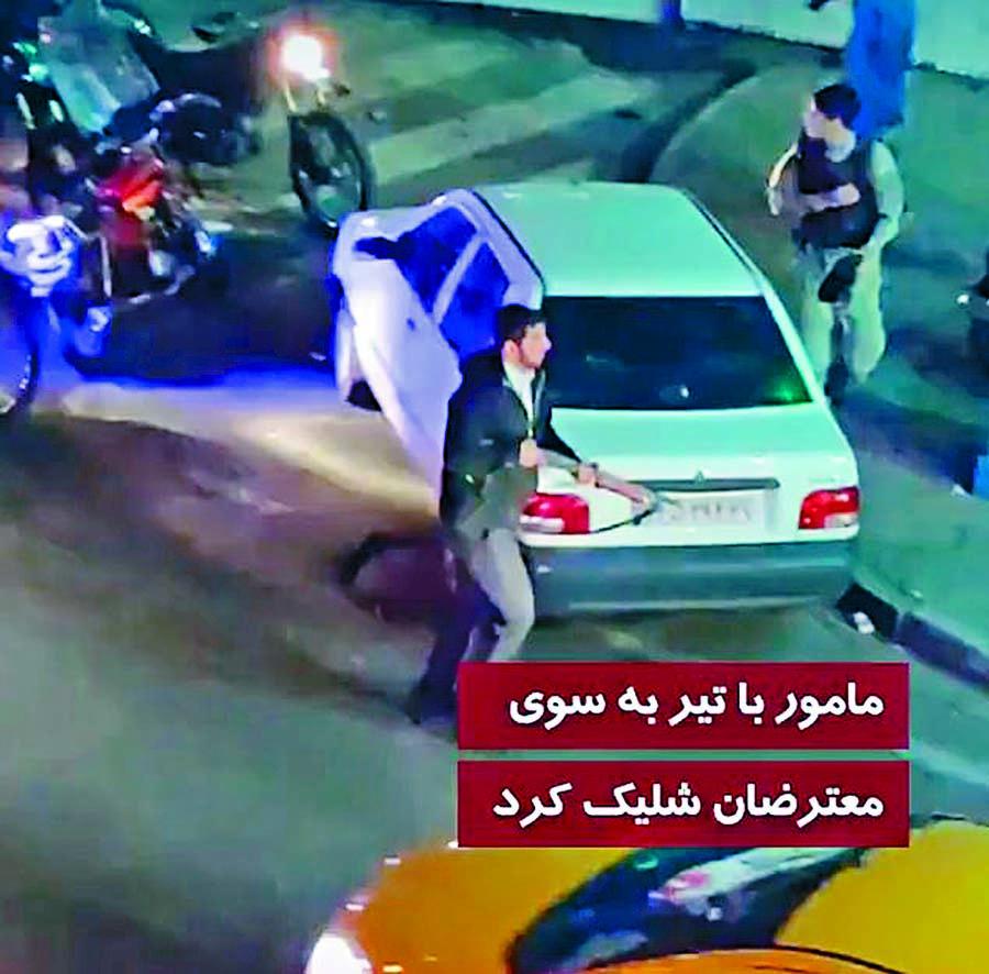 ■網上影片截圖可見德黑蘭一名親政 府槍手跑離現場,當時一群示威者正 圍着一名中槍女子。  互聯網