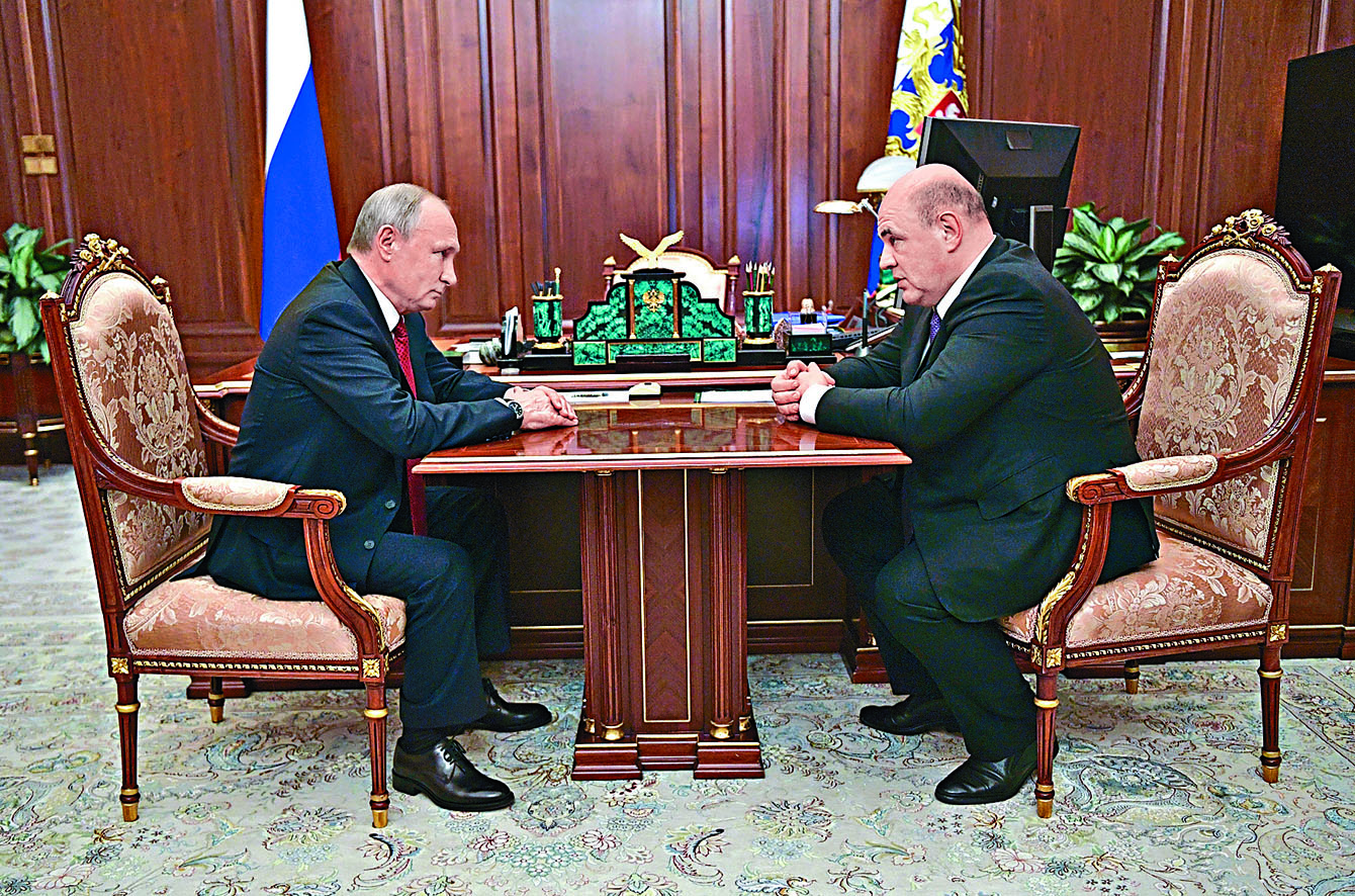 普京與米舒斯京(右)周三在克里姆林宮開會。 美聯社