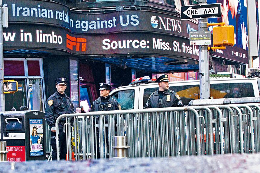 美國無人機擊殺伊朗高級將領蘇雷曼尼後,紐約市警方在時報廣場加強警戒。    法新社