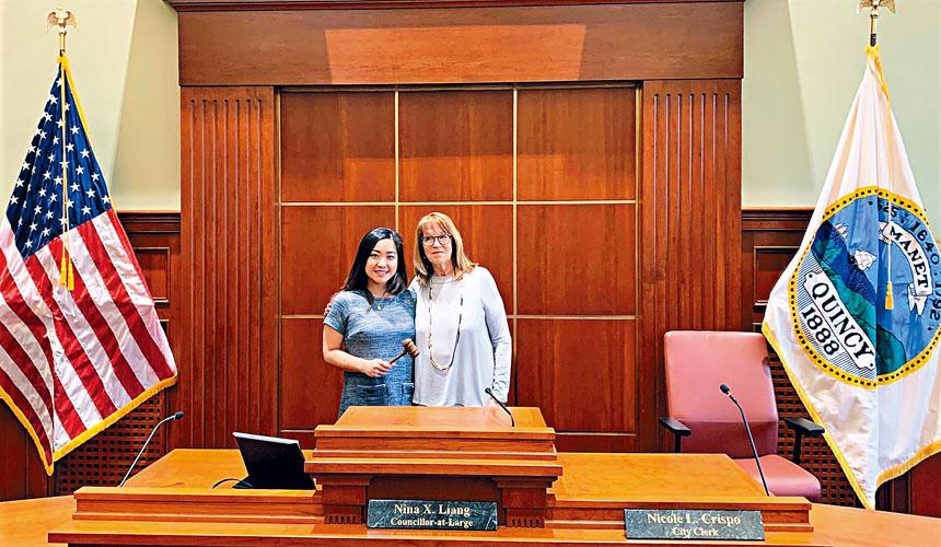 梁秀婷(左)就任昆士市市議長。