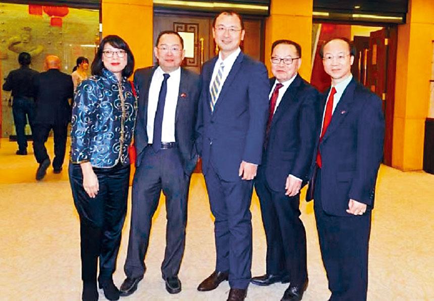 (左起)鄭惠民伉儷、邱艦、胡運炤、梁利堂合影。主辦方 提供